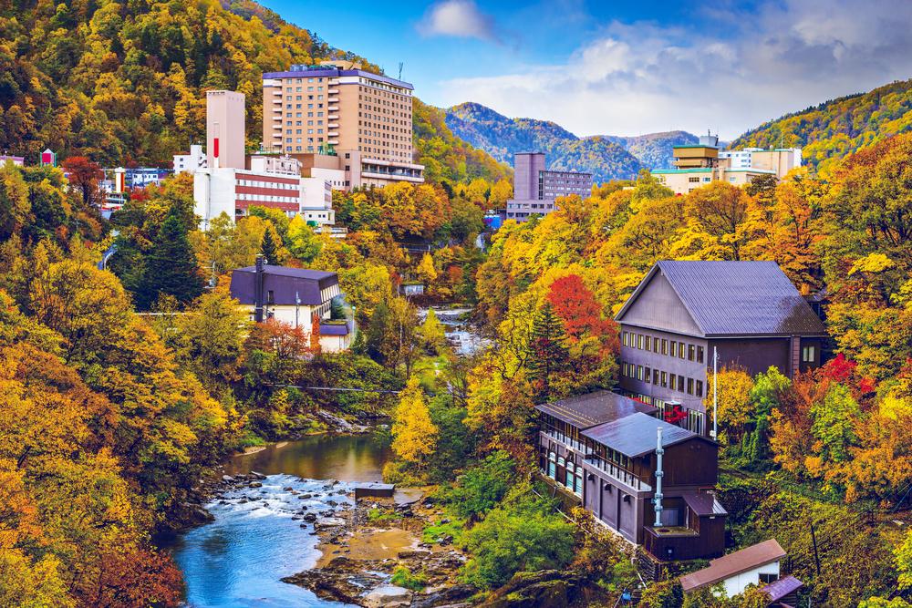 横浜銀行、湯河原町の温泉街再生へ。官民ファンドを通じた地域活性化が盛ん