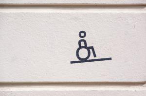 国交省、五輪見据え宿泊施設のバリアフリー新指針。段差なし、字幕対応テレビ導入など