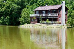 白馬の観光協会「民泊認めない」と要望。軽井沢は民泊禁止
