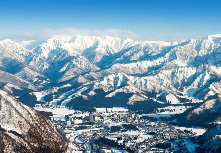 民泊新法施行控え、リゾートマンションでの民泊開業に町が制限要望。新潟県湯沢町