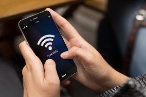 西日本の宿泊施設、9割が訪日客対策で無料Wi-Fi導入、6割が効果実感。日経調べ