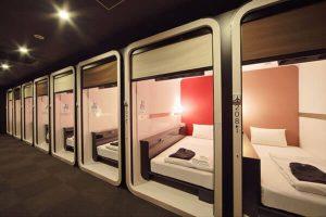 カプセルホテルでもない、ビジネスホテルでもない、新形態のホテルを作った先駆者「ファーストキャビン」