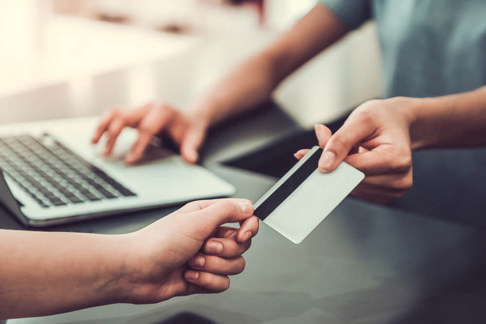 ビジコムとJTBビジネスイノベーターズが連携、飲食代・宿泊費等を一元管理できるシステムを提供。
