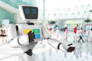 進化形カプセルホテル「安心お宿 秋葉原店」にAIロボット「Sota(ソータ)」導入。スタッフの業務軽減やインバウンド対応に活用。