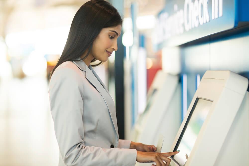 6月15日よりセブンーイレブンに民泊チェックイン機配置、2020年度までに1,000店舗への展開目指す。