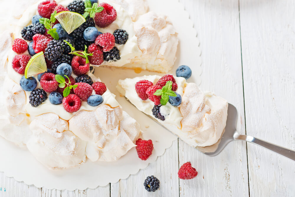 「Cake.jp」と「てなわん」が連携、予約完了時にゲストがケーキを購入でき宿泊施設の手間を削減。