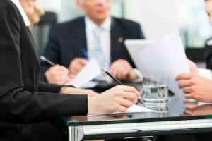 厚生労働省が「第1回違法民泊対策関係省庁連絡会議」を開催、自治体に違法民泊の取り締まり強化を要請。