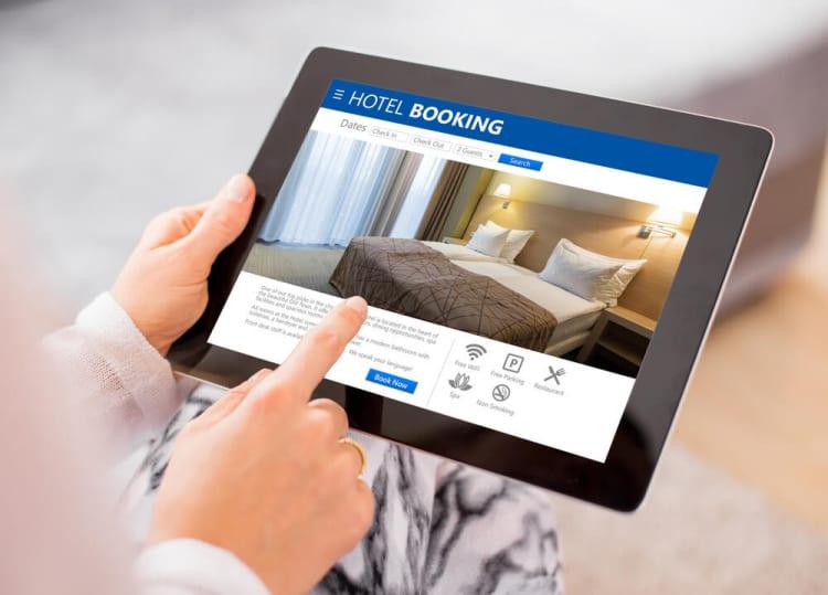 観光庁が違法物件の予約取り消しや変更を民泊仲介業者へ要請、Airbnbは無許可物件を検索から削除。