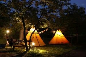 オープンセサミ、移動式のテント型ホテル「Grand Tour」を10月22日よりスタート