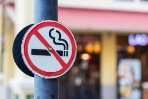 国内のタバコ離れと訪日客ニーズを受け、ホテルの全面禁煙の動きが加速