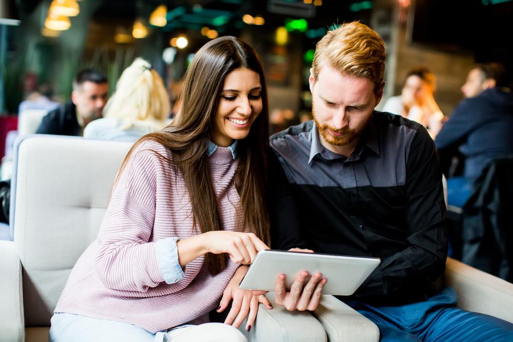オリコン、2019年の満足度が高い「格安ホテル比較サイト」ランキングを発表、総合1位は全部門で首位を獲得したあのサイト