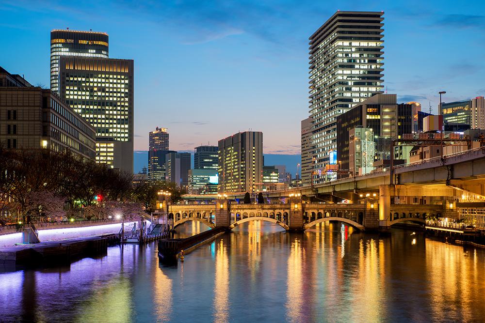 サンフロンティア不動産、大阪・ミナミにツインタワーホテル『日和ホテル大阪なんば』を開業