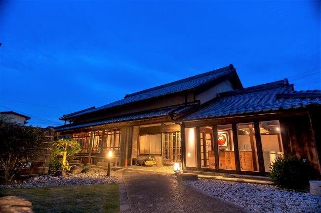 和歌山県の海街・串本町にて「NIPPONIA HOTEL 串本 熊野海道」が開業、築150年の古民家をリノベーション