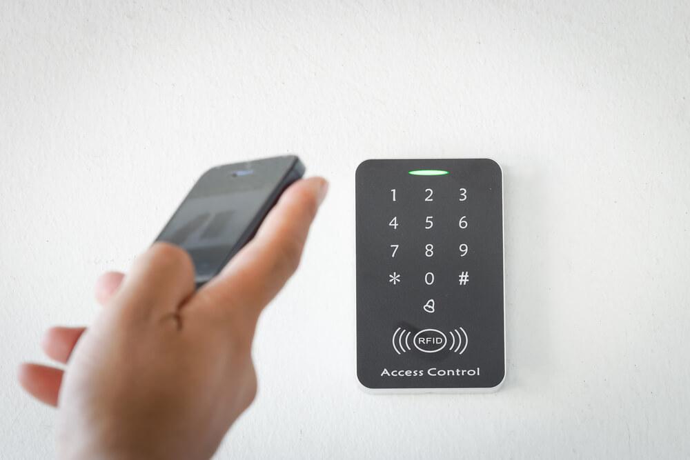 ブロックチェーン技術を利用したスマートロック「KEYVOX」が「AirHost PMS」「エアサポタッチ」とAPI連携