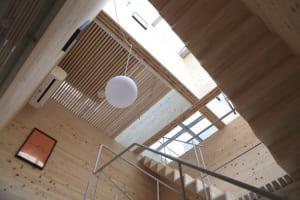 現代美術アーティストと日本人建築家による「A&A」プロジェクト第一弾の宿泊施設2棟が岡山に開業