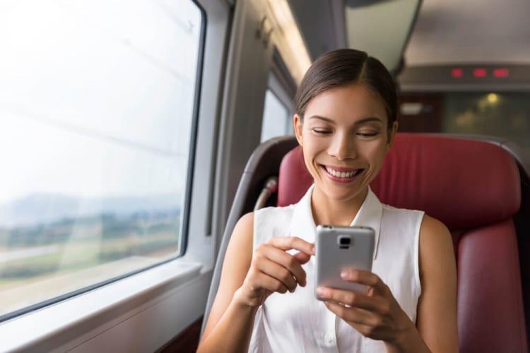 「triplaチャットボット」で訪日外国人の鉄道利用をサポート、トリプラとJR東日本が共同実証実験を実施