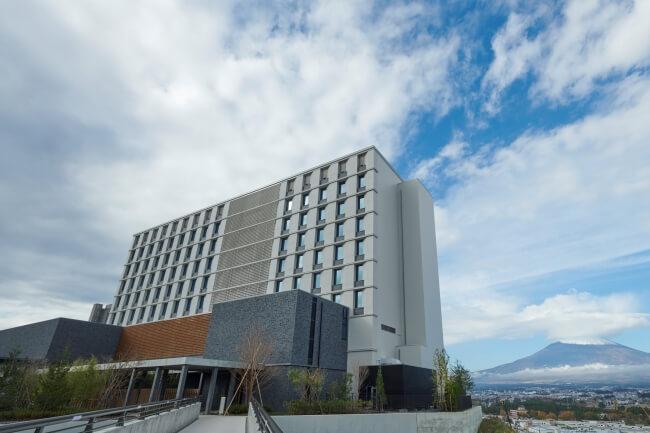 小田急リゾーツ「HOTEL CLAD」と日帰り温泉を「御殿場プレミアム・アウトレット」敷地内に開業